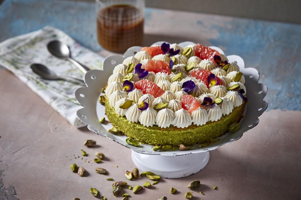 עוגת פיסטוק בחושה עם קציפת מסקרפונה. צילום: אפיק גבאי