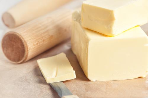 מרככים את החמאה בקלות בעזרת מערוך. צילום: שאטרסטוק