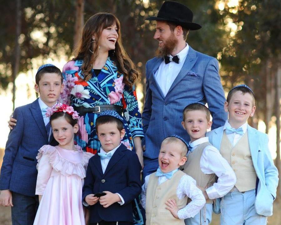 המשפחה המהממת שלי עם כל ששת ילדיי