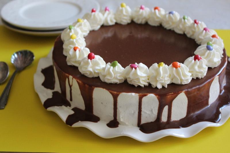 עוגת קרמבן חגיגית בלי טיפת קמח. צילום: יהודית מורחיים