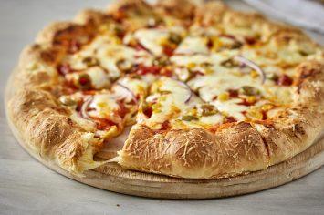 פיצה עם הפתעת מוצרלה