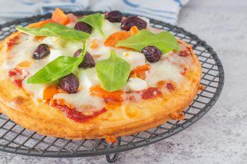 פיצה עשירה בחלבון - מי רוצה סלייס?