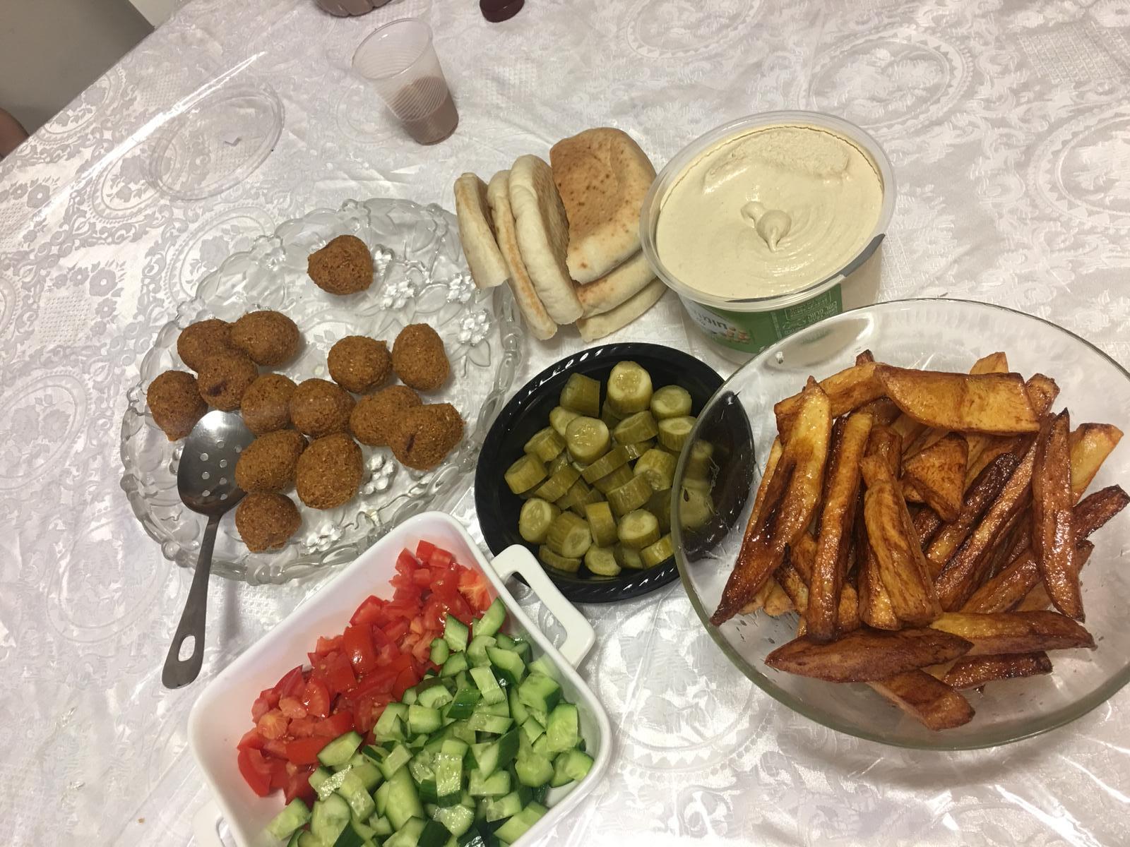 ארוחת ערב בתחילת החופש הגדול, כשעוד היה לי חשק להשקיע