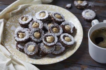 עוגיות סנדוויץ׳ שוקולד וחלבה
