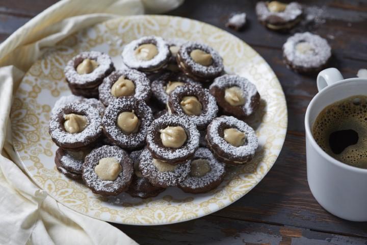 עוגיות סנדוויץ׳ שוקולד וחלבה. צילום: אפיק גבאי