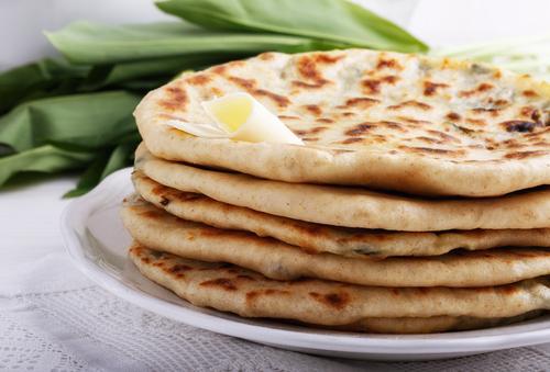 לחם יוגורט יווני או שובר הקרח האידיאלי בכל ארוחה. צילום: שאטרסטוק