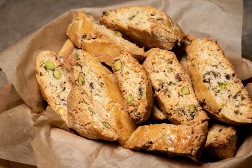 עוגיות ביסקוטי עם אגוזי פקאן ופיסטוקים