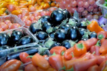 איך בוחרים חציל ומה עדיף לבישול. רותם ליברזון מסבירה כיצד לבחור פירות וירקות בשוק