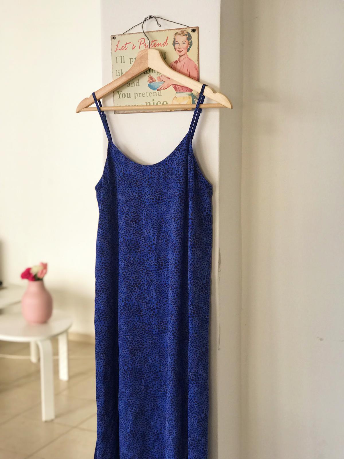 השמלה הכחולה שכיכבה בדייט נייט. צילום: נעה ברוך