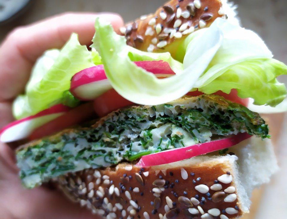 עיג'ה דשא ועיג'ה גבינה - מתכון שדורש סבלנות ואישה אמיצה. צילום: סתיו נגר