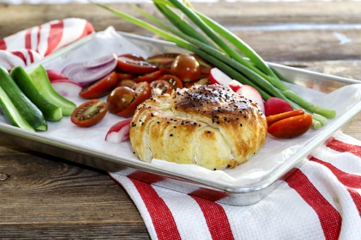 מאפה בצק עלים במלית גבינת ברי