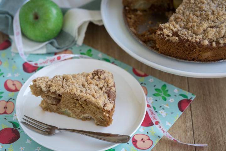 עוגת תפוחים ושטרויזל