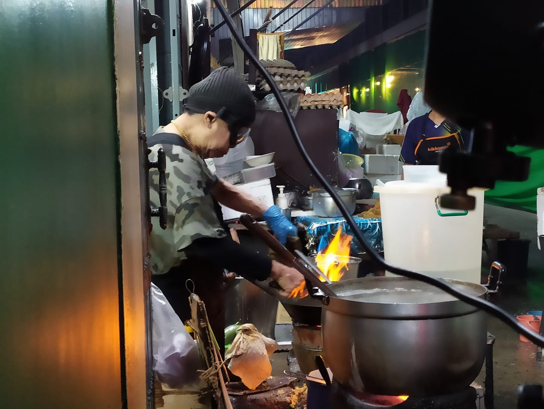 המלכה של אוכל הרחוב בתאילנד צילום: שי אייזנר