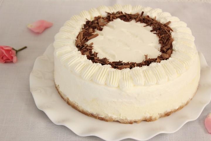 עוגת גבינה אפויה עם קצפת