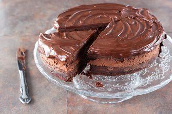 עוגת מוס קינדר על בסיס בראוני