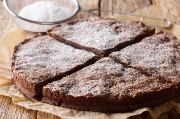 עוגת שוקולד מושלמת משלושה מרכיבים