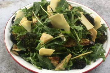 קצת אחדות לא תזיק - סלט ירוקים עם ירקות טריים וירקות אפויים