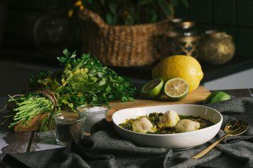 מרק חומוס ומנגולד חמצמץ עם טופו בטמפורה