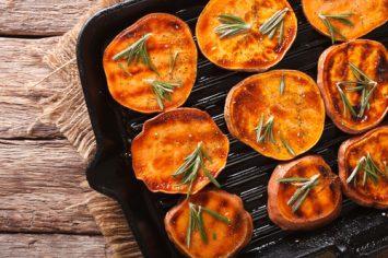 אנטיפסטי משמח לבבות – בטטות צלויות בתנור עם צזיקי