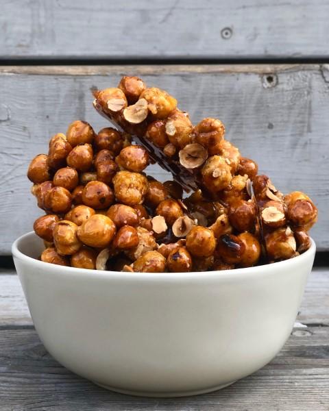 אגוזי לוז מקורמלים לפניי שיהפכו למחית פרלינה