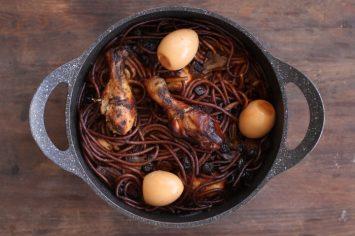 חמין עוף ומקרוני שעושה בבית ריח של טעים