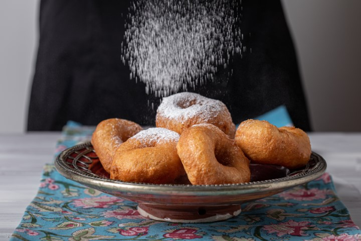 ספינג' מושלם! בוזקים אבקת סוכר ומגישים. צילום: טל סיון ציפורין