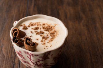 פינוק מושלם של ערב - סחלב חם עם מקופלת (או קינמון)