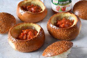 ממלאים ברוטב עגבניות
