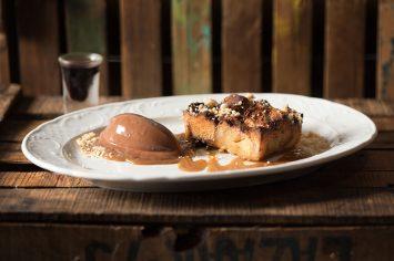 איך מנצלים עוגת שמרים משבת להכנת ברד פודינג מושלם ממסעדת גוז' ודניאל
