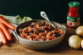 תבשיל חורפי ומנחם: קדרת בשר ברוטב פומודרו