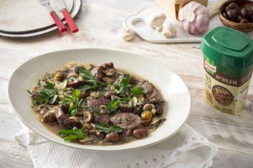 תבשיל חורפי קל להכנה: צלי כתף ברוטב פטריות וערמונים