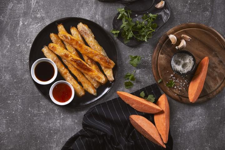 סיגרים אפויים מדפי אורז במילוי תפוחי אדמה ובטטה