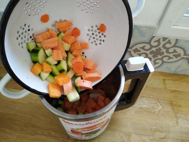 מרק ירקות ועדשים, מולינקס (צילום: עדי אפרתי רסולי)