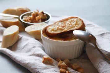 הקור כמו בפריז, אז גם המרק! מרק בצל עם גבינה וטוסטים