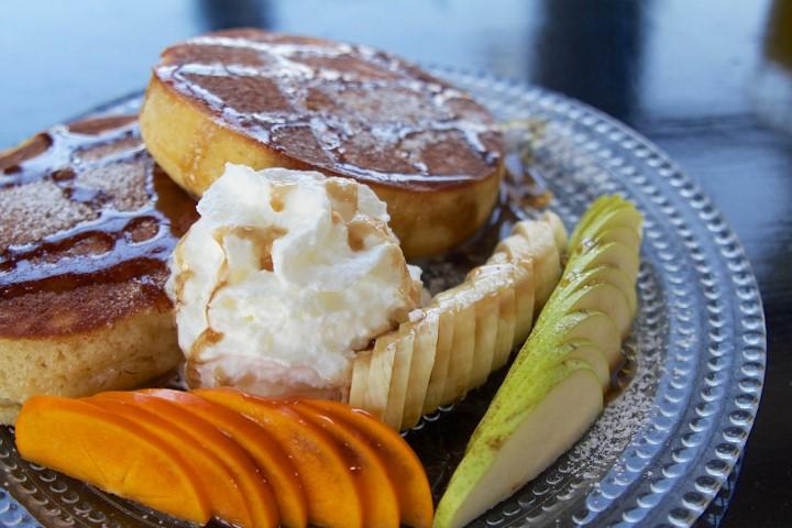 אי אפשר בלי משהו מתוק, הפנקייק של מועדון ארוחת הבוקר. צילום: אוצרות הגליל