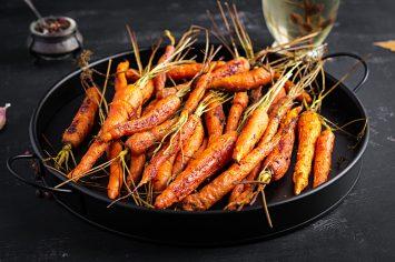 גזרים צלויים בסילאן ותפוזים - זר מתוק של סוכריות אנטיפסטי מהטבע
