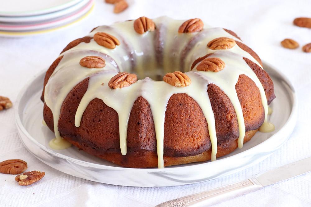 עוגת קפה בזיגוג שוקולד לבן