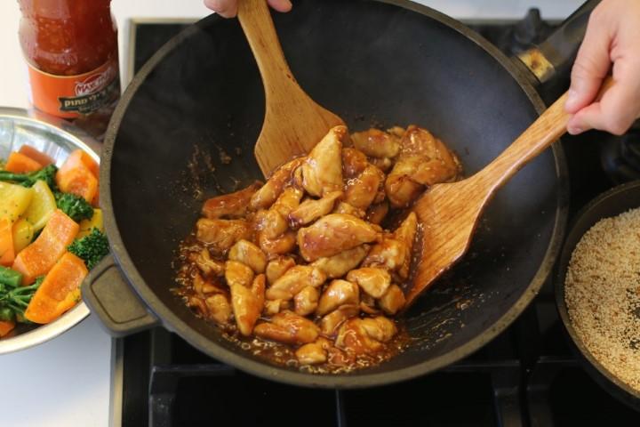 עוף מוקפץ ברוטב תפוזים וצ'ילי מתוק