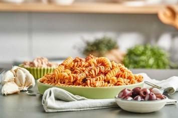 תבשיל פסטה עם עגבניות, זיתים וטונה