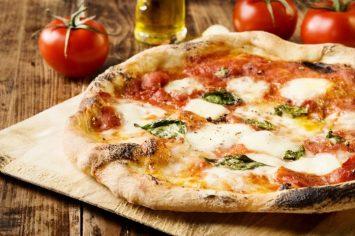 במקום להזמין - להכין! בצק פיצה מושלם כמו באיטליה