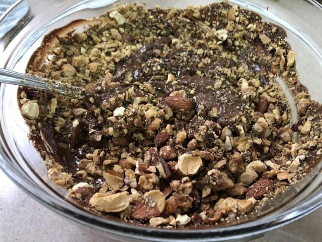 פרלין שוקולד שקדים (צילום: יהודית מורחיים)