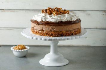עוגת בייגלה עשירה בשכבות בכמה מרקמים