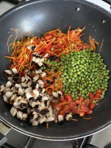 אורז מוקפץ עם ירקות. קרדיט: ברימאג - שניר גוואטה