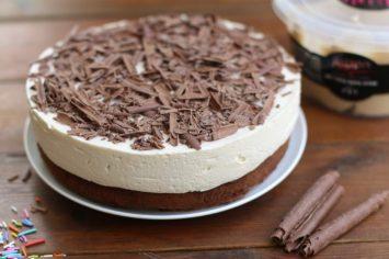 מוכנים להתאהב? עוגת שוקולד ומוס קינדר לבן של בת חן דיאמנט