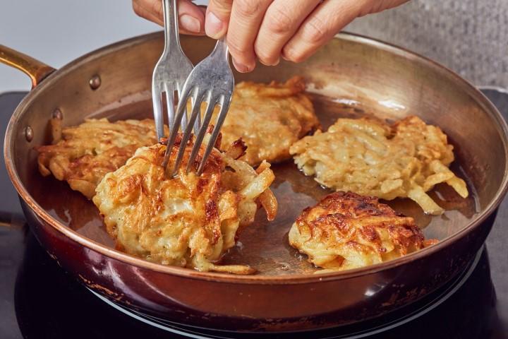 לביבות תפוחי אדמה (צילום: שניר גואטה)