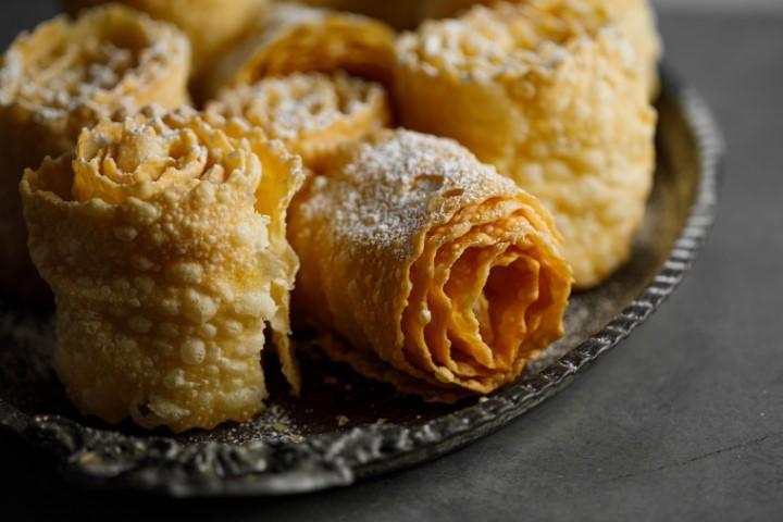 עוגיות פזואלוס מטוגנות. צילום: שניר גוואטה