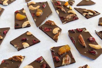 והמנצח הוא... היא... הם... - שוקולד מנוקד בפירות יבשים ואגוזים!