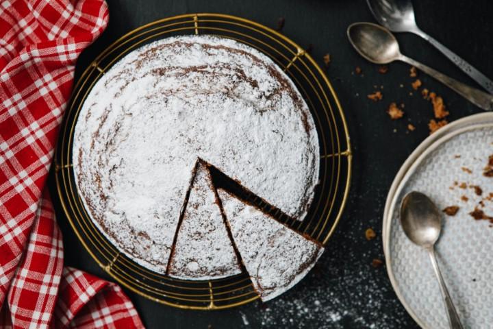 עוגת אגוזים בחושה. צילום: שניר גואטה