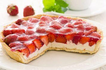 פאי תותים קליל ומושלם שמכינים רק למי שאוהבים