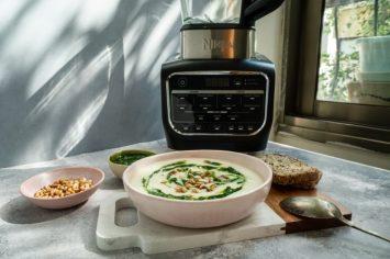 מרק כרובית מוקרם עם פסטו ירוקים
